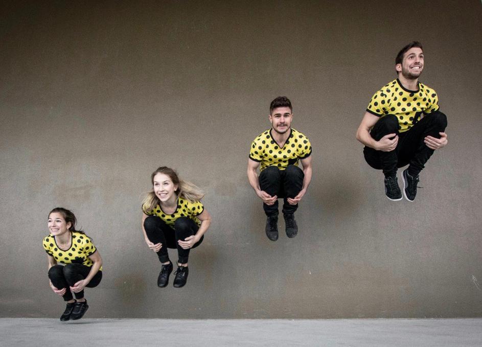 Styleacrobats-kombinieren-verschiedene-Tanzstile-mit-Akrobatik-und-Comedy